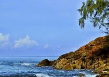 Όμορφη παραλία - η παραλία σε ένα τροπικό island Στοκ εικόνες με δικαίωμα ελεύθερης χρήσης