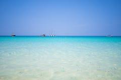 Όμορφη παραλία και τροπική θάλασσα στο νησί τόνου της Mai, Phuket Στοκ φωτογραφίες με δικαίωμα ελεύθερης χρήσης