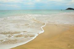 Όμορφη παραλία με την ηλιόλουστη ημέρα Στοκ φωτογραφία με δικαίωμα ελεύθερης χρήσης