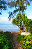Όμορφη παραλία με το μπλε ουρανό στην παραλία khao της Mai, Phuket, Ταϊλάνδη Στοκ Φωτογραφία
