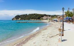 Όμορφη παραλία στο χωριό Siviri, Halkidiki, Ελλάδα Στοκ Φωτογραφία