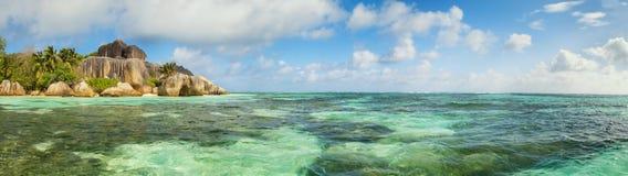Όμορφη παραλία των Σεϋχελλών, Λα Digue, πηγή δ ` Argent νησιών Anse Στοκ Φωτογραφία