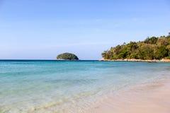 Όμορφη παραλία Phuket Kata τοπίων στοκ εικόνα με δικαίωμα ελεύθερης χρήσης