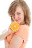 όμορφη πορτοκαλιά γυναίκ&a Στοκ φωτογραφία με δικαίωμα ελεύθερης χρήσης