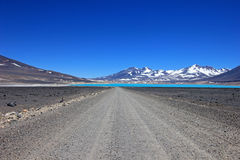 Όμορφη πράσινη λιμνοθάλασσα, Laguna Verde, κοντά στο πέρασμα Σαν Φρανσίσκο και Nevado Ojos Del Salado, Atacama, Χιλή βουνών Στοκ εικόνα με δικαίωμα ελεύθερης χρήσης