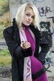 όμορφη προκαλώντας γυναί&kappa στοκ φωτογραφίες με δικαίωμα ελεύθερης χρήσης