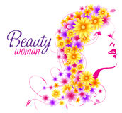 Όμορφη προκλητική γυναίκα με τη Floral τρίχα των λουλουδιών Στοκ εικόνα με δικαίωμα ελεύθερης χρήσης