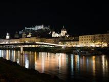 Όμορφη πόλη του Σάλτζμπουργκ τη νύχτα Στοκ Εικόνες