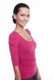όμορφη ρόδινη χαμογελώντας μοντέρνη γυναίκα σακακιών Στοκ Εικόνες