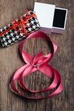 Όμορφη ρόδινη κορδέλλα με το δαχτυλίδι Στοκ εικόνες με δικαίωμα ελεύθερης χρήσης