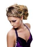 όμορφη σγουρή πλεξίδα hairstyle στοκ εικόνες
