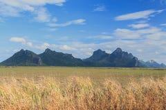 Όμορφη σκηνή και βουνό στο εθνικό πάρκο του Sam Roi Yod Στοκ Φωτογραφία