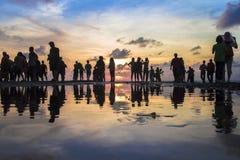 Όμορφη σκιαγραφία της φωτογράφισης φωτογράφων και τουριστών Στοκ φωτογραφίες με δικαίωμα ελεύθερης χρήσης