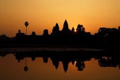 Όμορφη σκιαγραφία Angkor Wat κατά τη διάρκεια της ανατολής, Καμπότζη Στοκ εικόνες με δικαίωμα ελεύθερης χρήσης