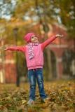 Όμορφη στήριξη μικρών κοριτσιών Στοκ Φωτογραφία