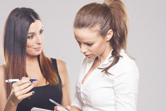 Όμορφη συζήτηση επιχειρηματιών δύο Στοκ Φωτογραφία