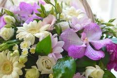Όμορφη συνδυασμένη ρόδινη ανθοδέσμη με gerberas στοκ φωτογραφία με δικαίωμα ελεύθερης χρήσης
