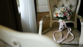 Όμορφη σύγχρονη γαμήλια ανθοδέσμη στα υπόβαθρα φιλμ μικρού μήκους