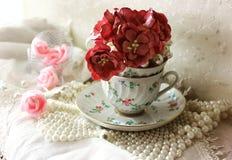 Όμορφη σύνθεση με τα λουλούδια Στοκ Φωτογραφία