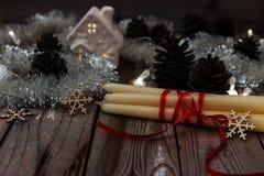 Όμορφη σύνθεση Χριστουγέννων στο ξύλινο υπόβαθρο στοκ εικόνες