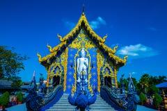 Όμορφη ταϊλανδική εκκλησία ύφους σε Rong Sua οι Δέκα ναός στοκ εικόνα