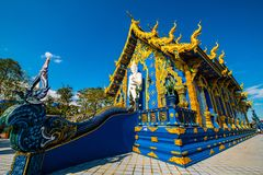Όμορφη ταϊλανδική εκκλησία ύφους σε Rong Sua οι Δέκα ναός στοκ φωτογραφίες με δικαίωμα ελεύθερης χρήσης