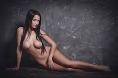 Όμορφη τοποθέτηση κοριτσιών nude Στοκ εικόνες με δικαίωμα ελεύθερης χρήσης