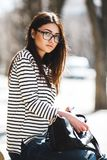 όμορφη τοποθέτηση κοριτσ&io Στοκ Εικόνα