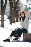 όμορφη τοποθέτηση κοριτσ&io Στοκ εικόνα με δικαίωμα ελεύθερης χρήσης