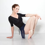 Όμορφη τοποθέτηση χορευτών σε ένα στούντιο Στοκ εικόνες με δικαίωμα ελεύθερης χρήσης