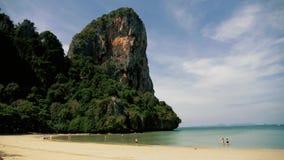 Όμορφη τροπική παραλία στην Ταϊλάνδη railay φιλμ μικρού μήκους