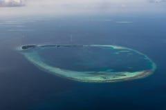Όμορφη τροπική arial άποψη νησιών από seaplane στις Μαλδίβες Στοκ Εικόνες