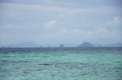 Όμορφη τυρκουάζ και μπλε θάλασσα Στοκ Εικόνες