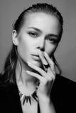 όμορφη υγρή γυναίκα τριχώμα& Νέο πρόσωπο γυναικών Στοκ Εικόνες