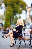 Όμορφη υπέρβαρη γυναίκα στην πόλη Στοκ Εικόνες