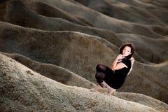 όμορφη υπαίθρια γυναίκα π&omicr Στοκ εικόνα με δικαίωμα ελεύθερης χρήσης
