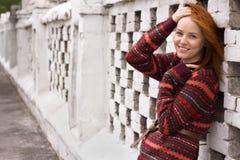 όμορφη υπαίθρια γυναίκα π&omicr Στοκ Φωτογραφίες