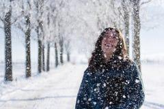 όμορφη υπαίθρια γυναίκα π&omicr Στοκ Φωτογραφία