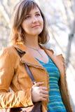 όμορφη υπαίθρια γυναίκα π&omicr Στοκ φωτογραφίες με δικαίωμα ελεύθερης χρήσης