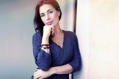 όμορφη υπαίθρια γυναίκα Στοκ Φωτογραφίες