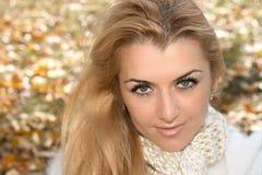 όμορφη υπαίθρια γυναίκα Στοκ φωτογραφίες με δικαίωμα ελεύθερης χρήσης