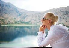 όμορφη υπαίθρια γυναίκα Στοκ Εικόνες