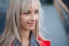 όμορφη υπαίθρια γυναίκα Στοκ Φωτογραφία