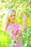 όμορφη υπαίθρια γυναίκα Στοκ εικόνες με δικαίωμα ελεύθερης χρήσης