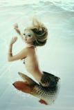 Όμορφη υποβρύχια μυθολογία γοργόνων που είναι αρχική φωτογραφία comp στοκ εικόνα με δικαίωμα ελεύθερης χρήσης