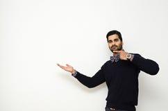 Όμορφη υπόδειξη επιχειρησιακών ατόμων Στοκ εικόνες με δικαίωμα ελεύθερης χρήσης
