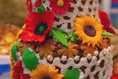 Όμορφη φραντζόλα με τα λουλούδια χρώματος φιαγμένα από ζύμη Στοκ Εικόνα