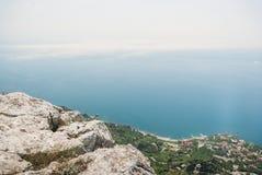 όμορφη φυσική άποψη των βουνών στην Ουκρανία, Κριμαία, στοκ εικόνα