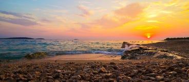 Όμορφη φυσική καθορισμένη θάλασσα ήλιων Στοκ Εικόνα