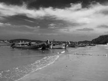 Όμορφη φωτογραφία του ψαρά στην παραλία Krabi Ταϊλάνδη Στοκ φωτογραφίες με δικαίωμα ελεύθερης χρήσης